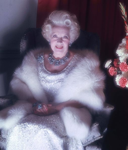 508px-Dame_Barbara_Cartland_Allan_Warren