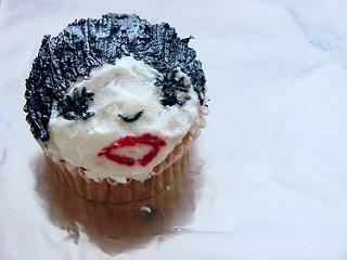 Liza Minnelli Cupcake