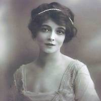 marie-doro-pearl-headband-dreamy-atmosphere-1920s