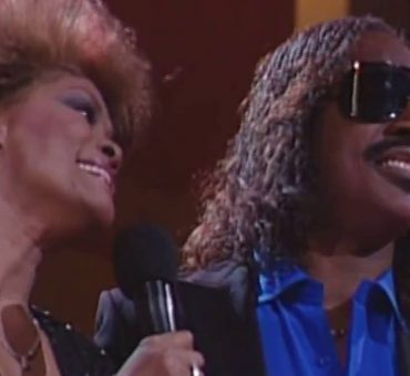"Dionne, Whitney, Luther & Stevie Performing ""That's What Friends Are For"" (1987)"