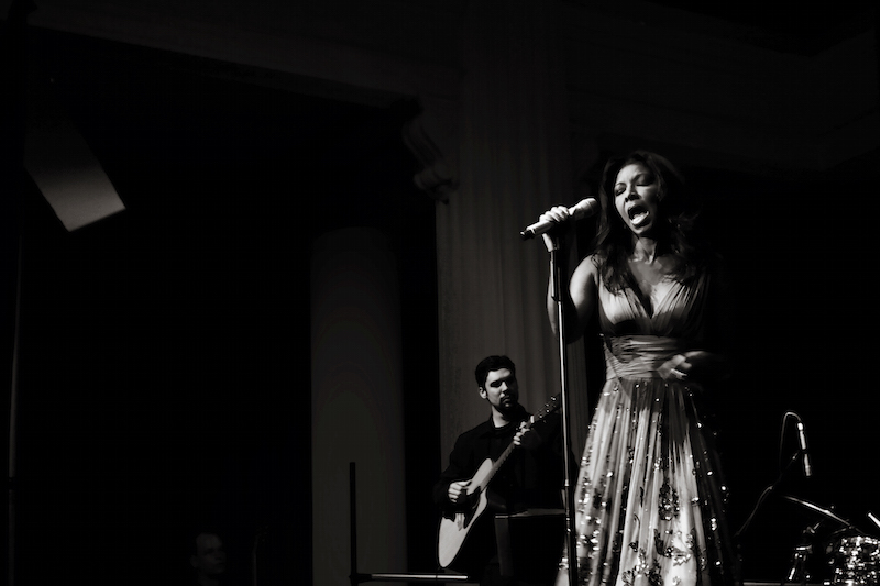 Natalie Cole b&w singing live